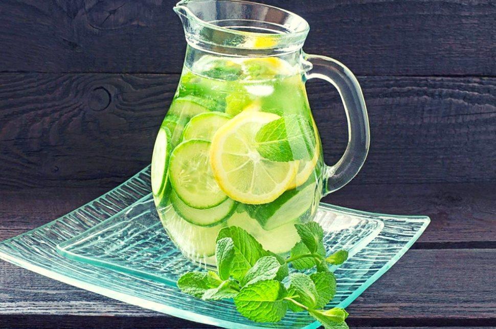 Лимонад в кувшине