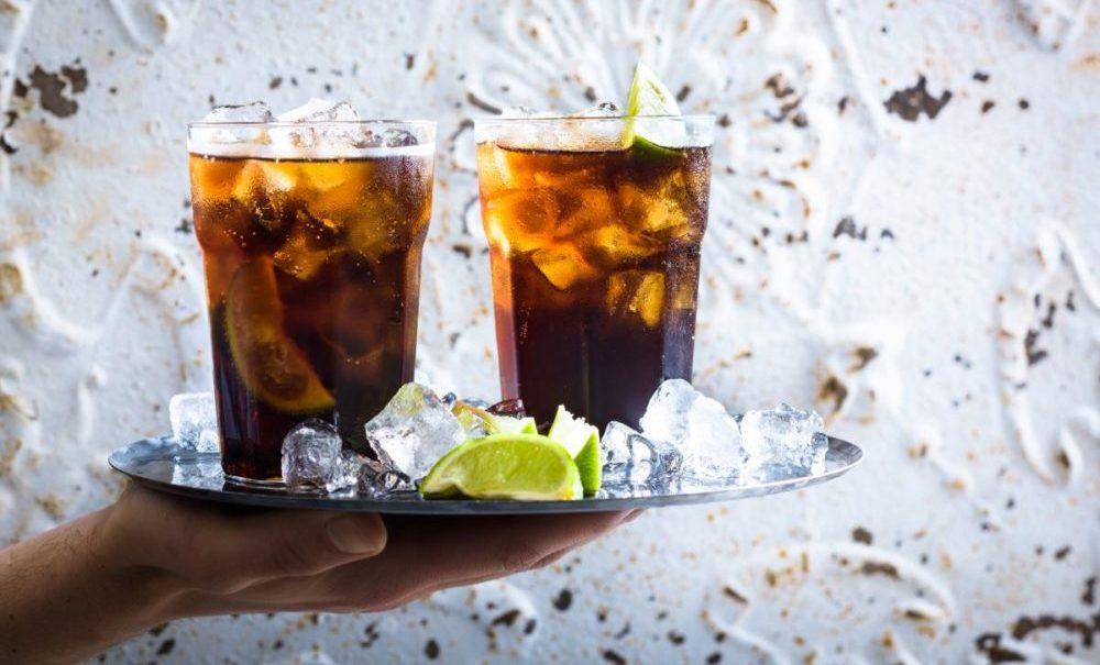 Подача коктейля