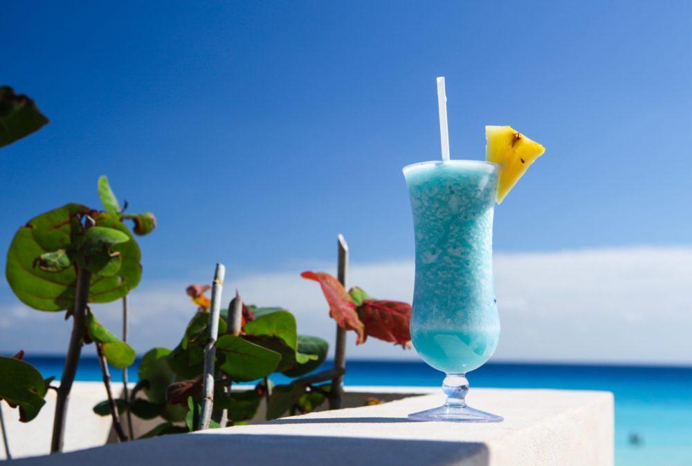 Тропический напиток «Голубые Гавайи»