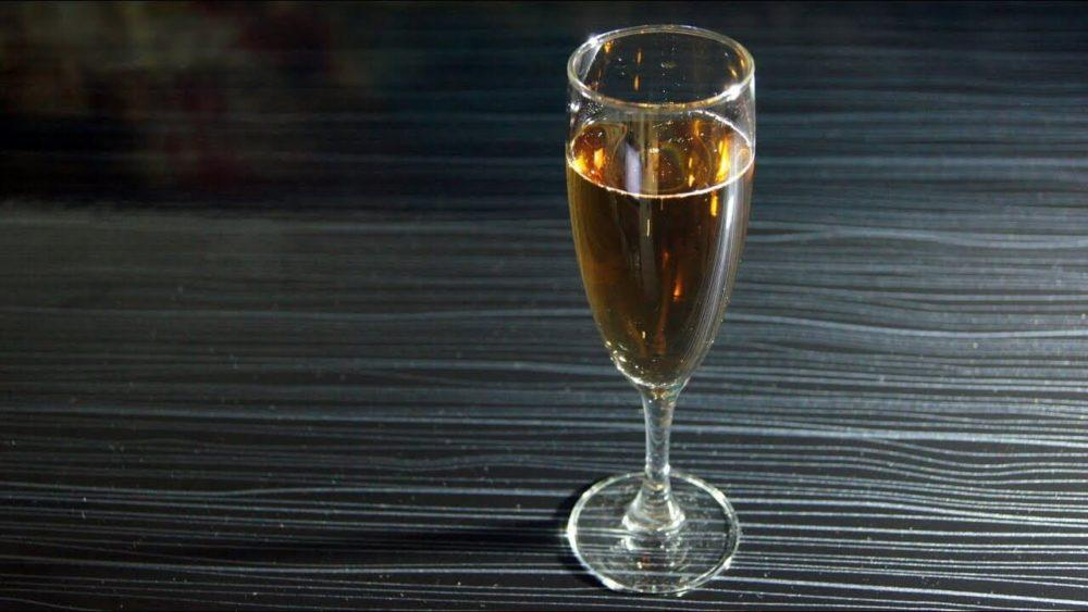 Алкогольный коктейль Кир